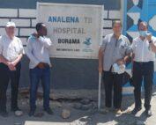 Mons. Bertin e Mons. Camilleri davanti all'ospedale di Borama